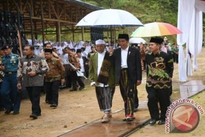 Dekati Masyarakat, Jokowi Peringati Isra Mi'raj di Purwakarta