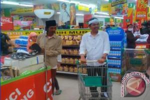 Bupati Purwakarta Belanja Telur Busuk Di Supermarket