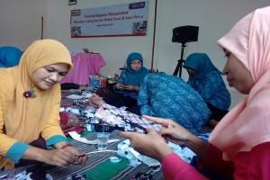 Alfamart Latih Perempuan Bogor Daur Ulang Sampah