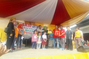 Alfamart Membagikan Paket Sekolah Siswa Di Bogor