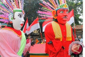 Boneka Ondel-Ondel Bekasi Hadir Di HUT Malang
