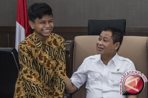 Pelajar Tsanawiyah Memikat Menteri, Pohon Kedondong Hasilkan Listrik