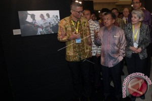 "PAMERAN FOTO ""80 YEARS In 80 PHOTOS"""