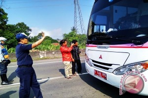 Bus Plat Merah Juga Wajib Uji KIR