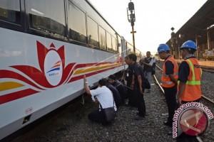 Kereta Api Argo Bromo Menabrak Mobil Pikap Di Blora
