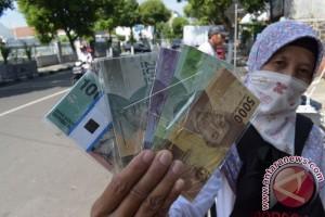 Jasa penukaran uang Bekasi raih keuntungan Rp700.000