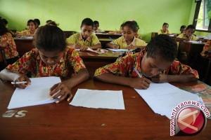 "Legislator: Kebijakan ""Full Day School"" Jawa Sentris"