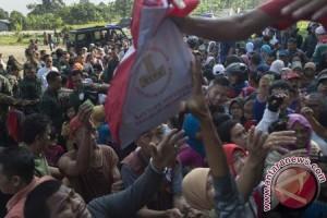 Warga Berebut Pembagian Sembako Presiden Di Ciawi