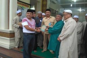 Gubernur Lampung Ridho Ficardo Menunaikan Zakat Fitrah Di Masjid Al-Mubaligh