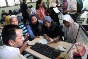 Wali Murid Harus Antre Daftar Sekolah Sejak Subuh