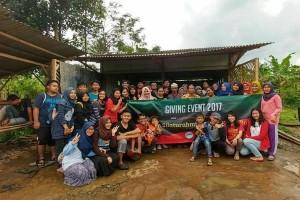 Given, Aksi Sosial Mahasiswa IPB Untuk Masyarakat Desa