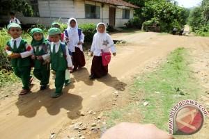 Membuat Anak-anak Indonesia Gembira