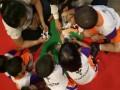 Anak anak TK Syanantam sedang mengikuti creative games berupa pengelompokan binatang yang ada di alam baik di darat, udara dan laut di LOTTE Mart Green Pramuka Square Jakarta. Acara Roadshow FSC Corner 2017 putaran ketiga diselenggarakan di LOTTE Mart Green Pramuka Square Jakarta merupakan bagian dari rangkaian program edukasi konsumen yang bertemakan #PeduliHutanBerawalDariRumah khusus untuk konsumen supermarket di Indonesia agar mengenali manfaat memilih produk bersertifikat FSC bagi kelestarian hutan. (Foto FSC Indonesia).