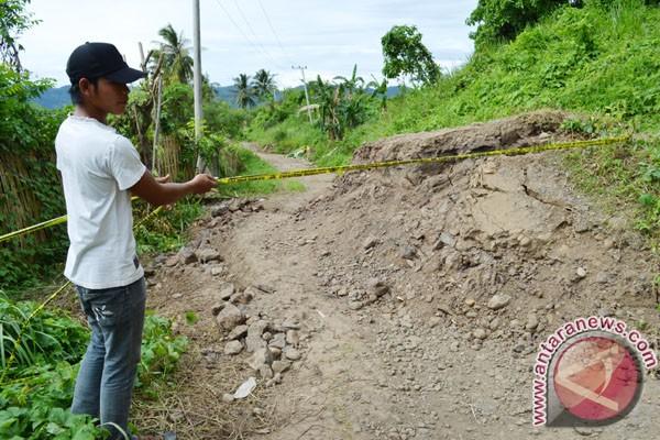 Jalan Menuju Destinasi Wisata Teluk Kiluan Lampung Diperbaiki