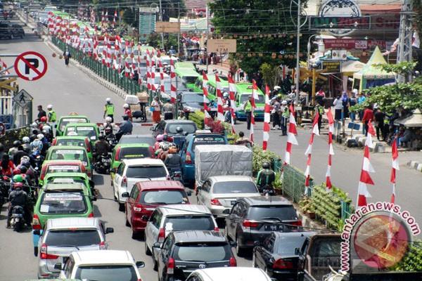 Presiden Jokowi Menumpang Kereta Luar Biasa (KLB) Ke Sukabumi (Video)