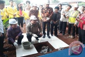 Purnomo Prawiro Bangun Balai Serba Guna Untuk UI