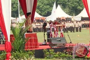 Presiden Joko Widodo Menyaksikan Prosesi Bhinneka Tunggal Ika Pramuka (Video)