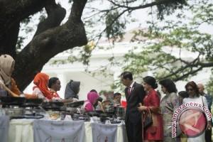 Sumringah, Jokowi Cicipi Makanan Para Jawara LMIN 2017