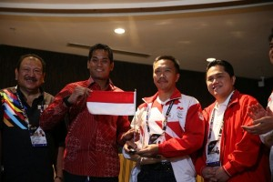 Malaysia Menarik Buku SEA Games Merah Putih Terbalik