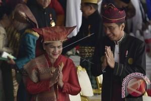 Pakaian Adat Dan Personal 'Branding' Jokowi