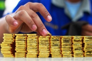 Akibat Tertekan Dolar, Harga Emas Turun