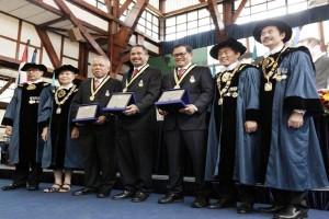 ITB Menganugerahkan Penghargaan Adiutama Kepada Tiga Menteri