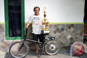 Joko Susilo Memproduksi Sepeda Listrik Dari Bahan Baku Limbah (Video)