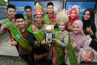 Ada Pameran Piala Berlapis Emas Di Jakarta