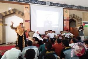 Bunda Elly Motivasi Ratusan Pelajar Depok untuk Peduli Palestina
