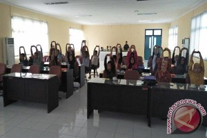 Dinkes Latih Pengelola Salon Cegah Penularan Penyakit