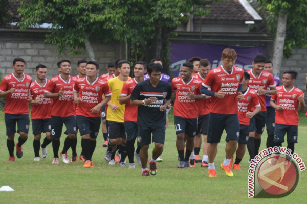 Polisi kawal suporter Bali United Bali-Jakarta
