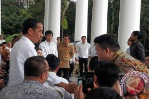 Bila Presiden Jokowi 'Ngopi' Sore Di Istana Bogor (Video)