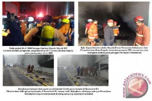 Damkar Depok Berjuang Selamatkan Korban Kebakaran Apartemen Bellevue