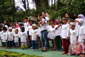 Hiburan Anak Yatim Di 'Animal Show' Puncak