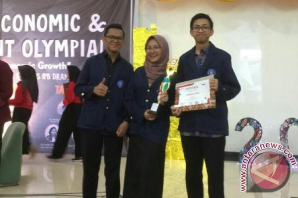 Mahasiswa Baru IPB Juara 3 Debat Ekonomi Tingkat Nasional