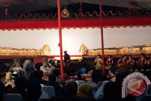 Warga Antusias Saksikan Wayang Kulit di Universitas Pancasila (Video)