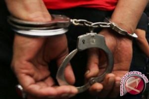 Pemuda di Karawang tertangkap tangan mencuri burung