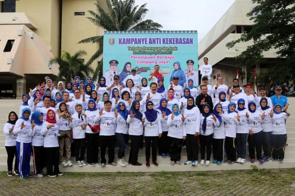 "Senam Sehat Pemprov Menggaungkan ""Perempuan Berdaya, Lampung Jaya"""