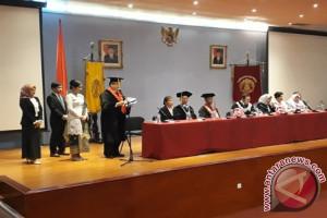 Ike Farida Raih Gelar Doktor Ilmu Hukum UI (Video)