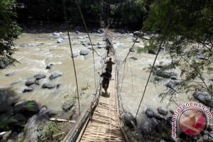 Jembatan gantung putus diterjang banjir di Baturaja