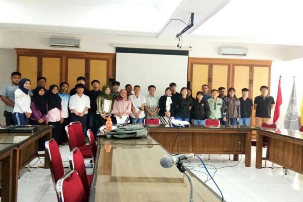 Mahasiswa IPB bersama mahasiswa Korea dan Taiwan diskusi tentang kehutanan