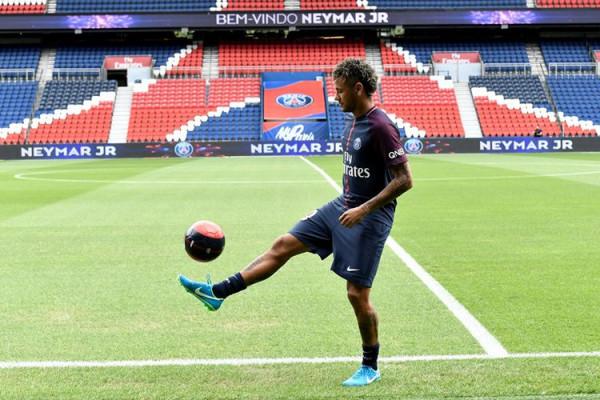 Neymar didera sakit pergelangan kaki