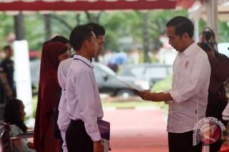 Presiden bagikan sertifikat tanah di Sirkuit Sentul