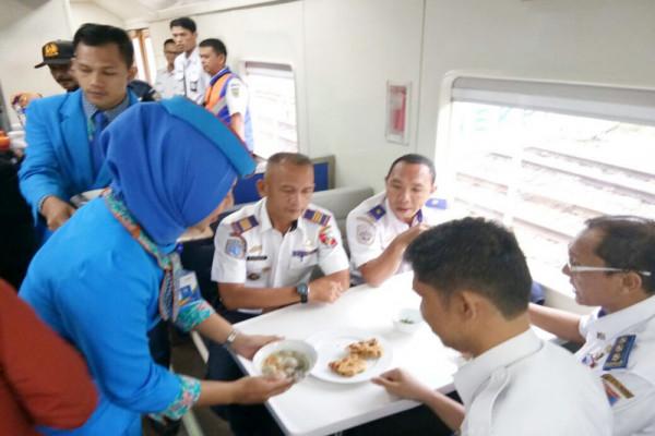 Kereta Api Premium Baturaja-Tanjungkarang Beroperasi