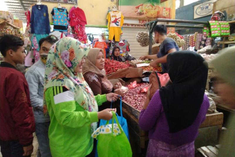 Warga Sukabumi diminta kurangi penggunaan plastik