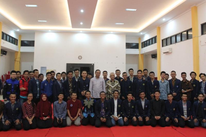 Di acara Bincang Profesor,  Prof. Herry Suhardiyanto bicara kepemimpinan yang melayani