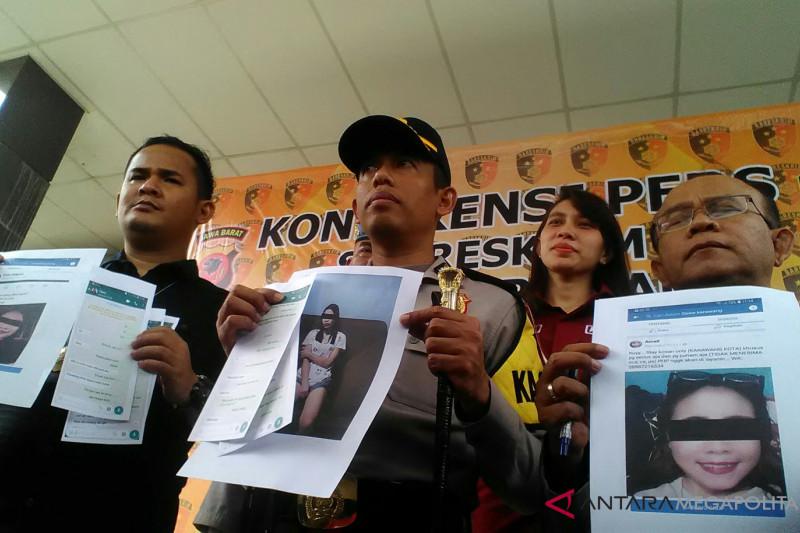 Polisi ungkap praktik prostitusi daring di Karawang