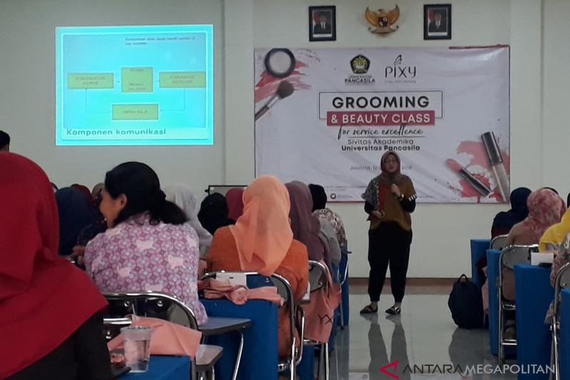 Universitas Pancasila gelar Grooming and Beauty Class