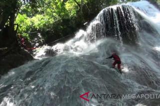 Shower Climbing destinasi wisata pemacu adrenalin