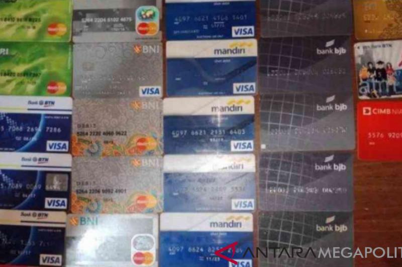 Dua spesialis pembobol rekening bank di Bekasi ditangkap